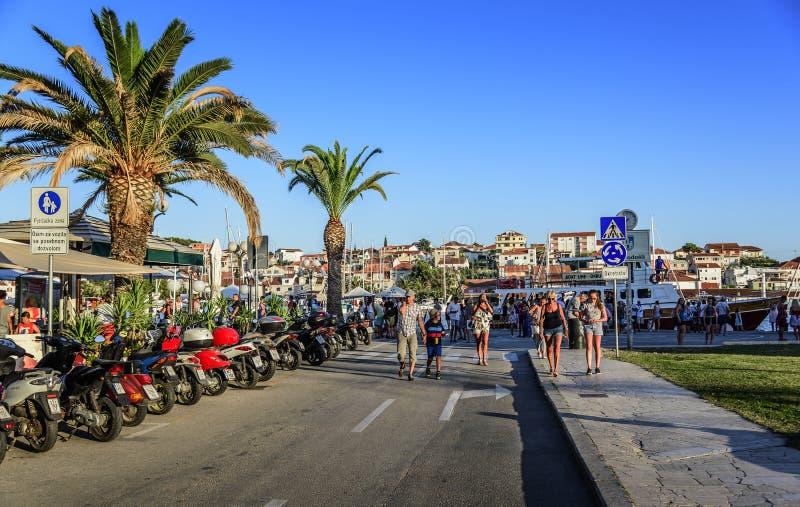 Hauptseeseitepromenade in Trogir, Dalmatien, Kroatien stockbild