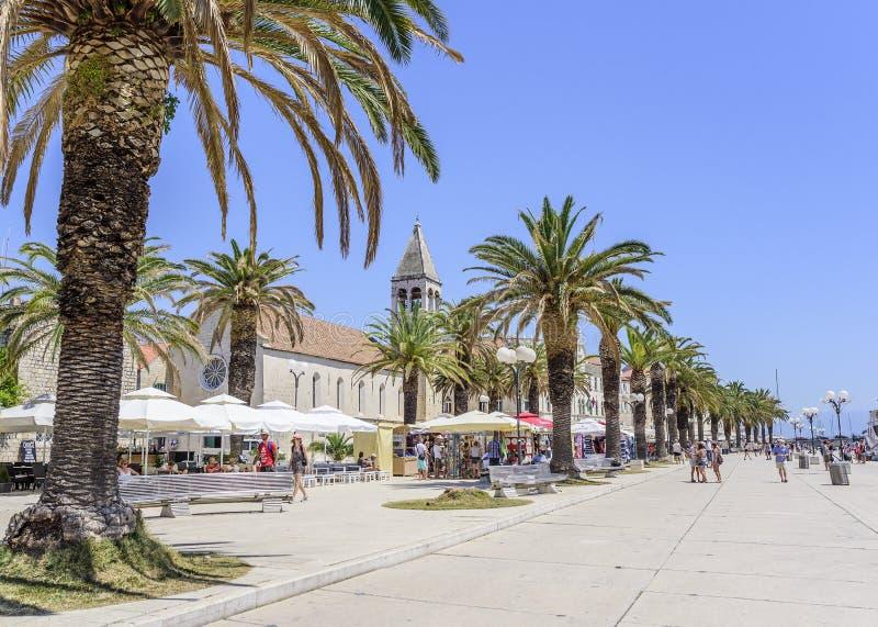 Hauptseeseitepromenade in Trogir, Dalmatien, Kroatien stockfoto