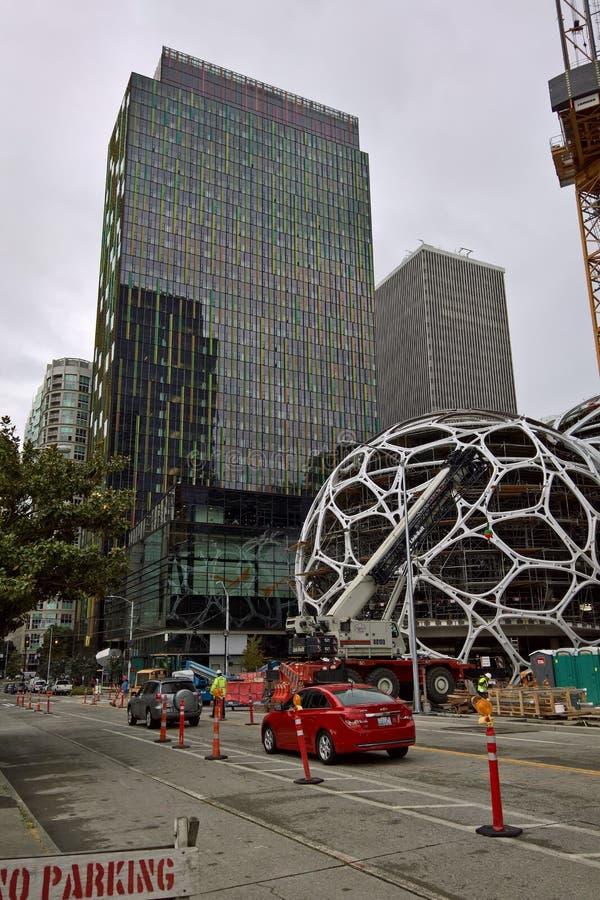 Hauptsitze Amazonas Seattle - Biosphären im Bau lizenzfreie stockfotos