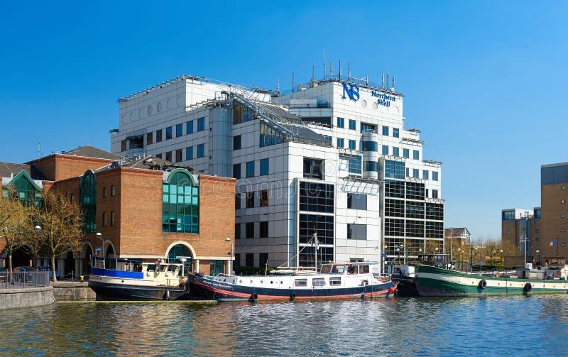 Hauptsitze der Verlags- Gruppe Nord u. des Shells in London stockfotos