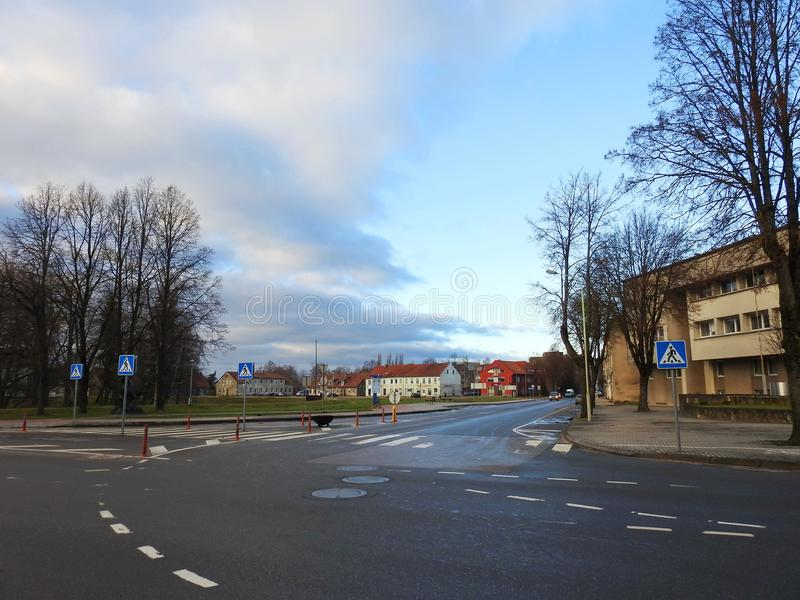 Hauptstraße und alte Häuser, Litauen lizenzfreie stockfotos