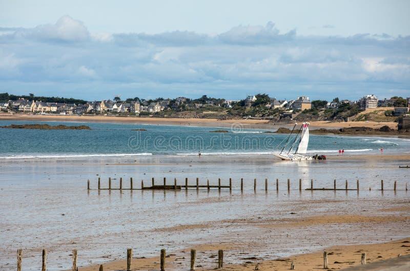 Hauptstrand des berühmten Badeortes Saint Malo in der Bretagne, Frankreich lizenzfreie stockfotografie