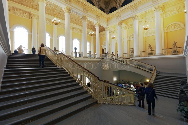 Haupttreppenhaus des russischen Museums in St Petersburg, Russland stockfotografie