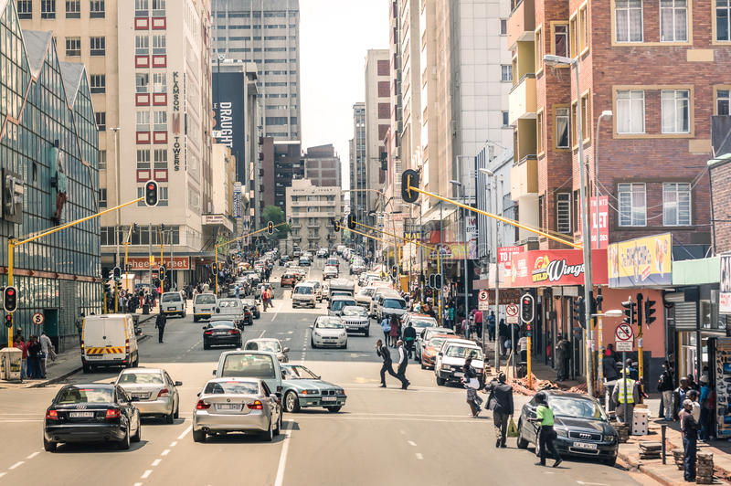 Hauptverkehrszeit und Stau in Johannesburg Südafrika stockfotos