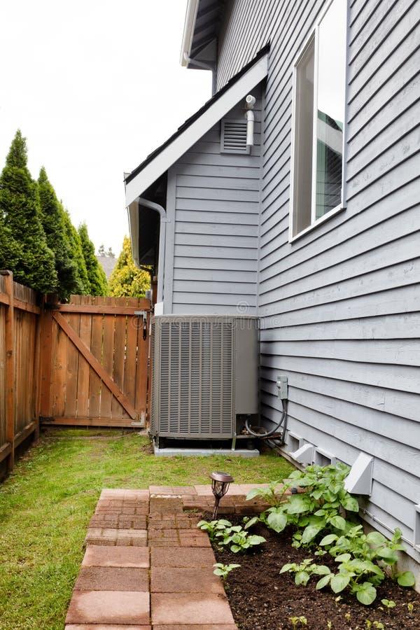 Hauptwärmepumpe Für Hitze Und Klimaanlage Stockbild - Bild von ...