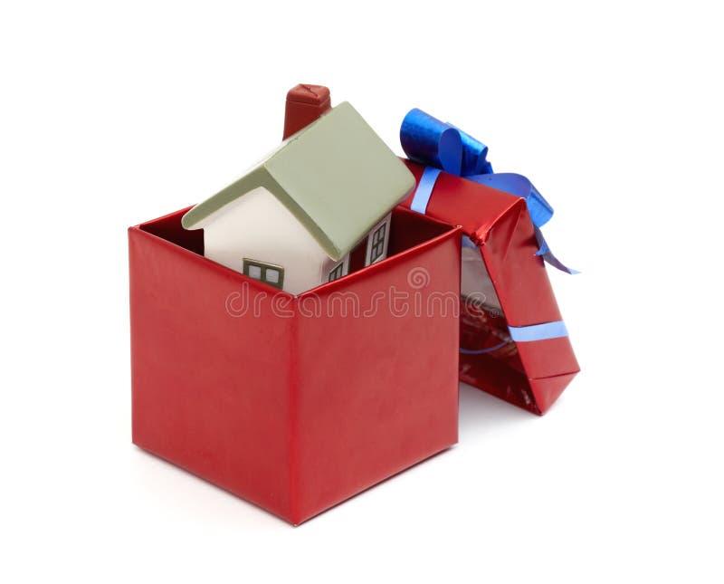 Haus als Geschenk für Sie. lizenzfreie stockfotos