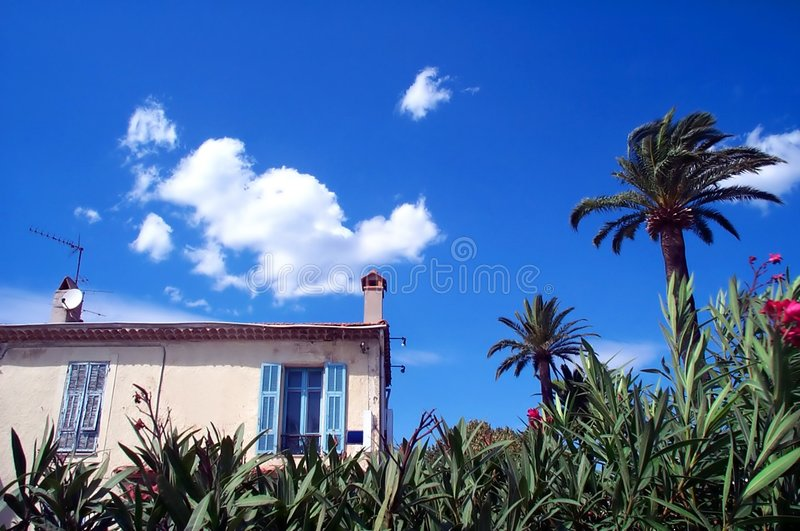 Haus auf dem Strand lizenzfreie stockfotografie