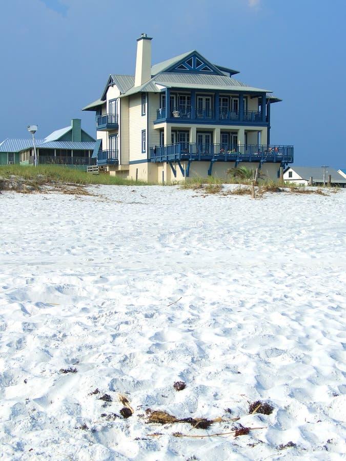 Haus auf dem Strand stockfoto