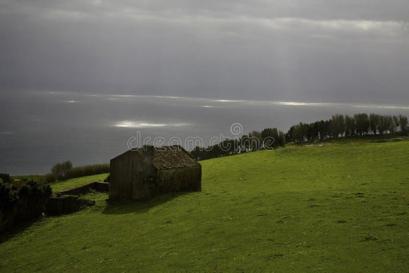 Haus auf der Küste stockbild