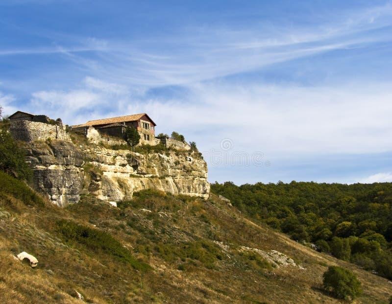 Haus auf einem Felsen Krim lizenzfreies stockfoto