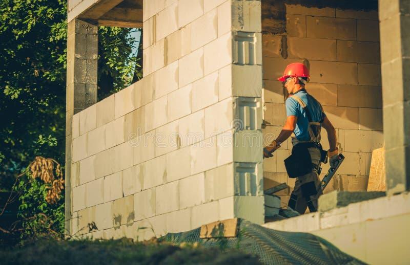 Haus-Bauarbeiter stockfoto