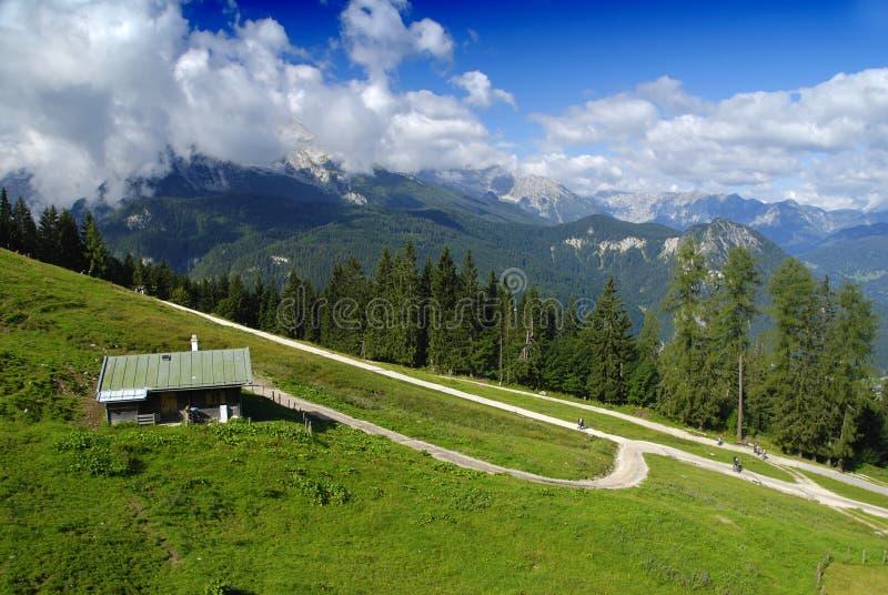 Haus in den Alpen lizenzfreie stockbilder
