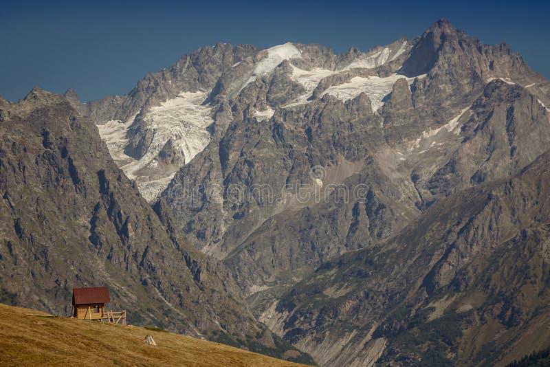 Haus in den Bergen Oberes Svaneti die Haupt-Kavkaz-Kante GE stockfotografie