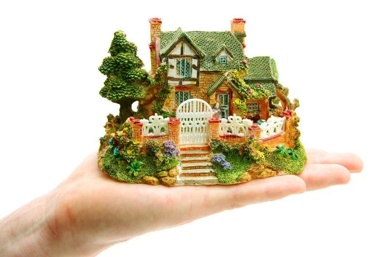 Haus in den Händen lizenzfreie stockfotografie