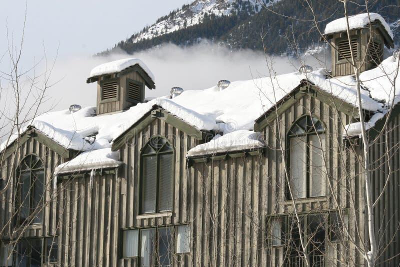 Haus in den kanadischen Bergen lizenzfreie stockfotos