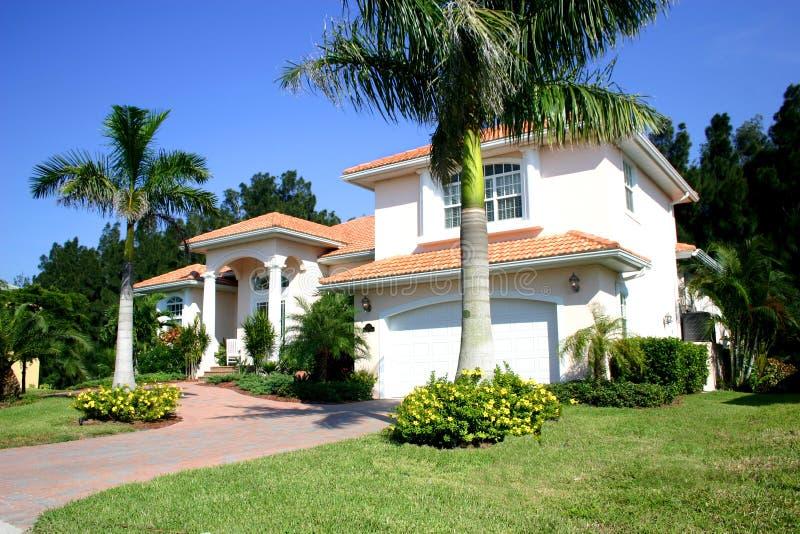 Haus in den Tropen lizenzfreie stockfotos
