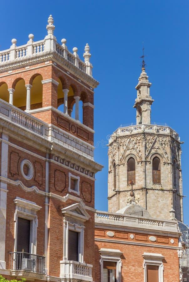 Haus des Erzbischofs und Kathedrale ragen in Valencia hoch lizenzfreie stockfotos
