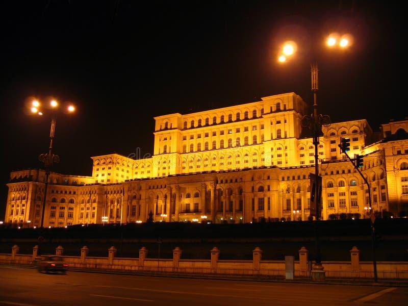 Haus des Parlaments - Nacht, Bucharest, Rumänien stockfotografie