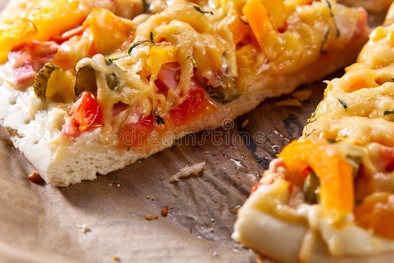 Haus gebackene Pizza lizenzfreies stockfoto