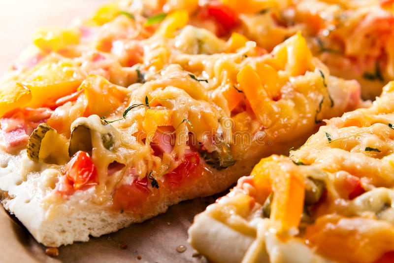Haus gebackene Pizza stockbild