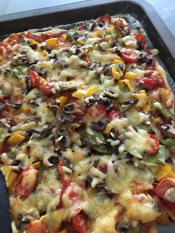 Haus gebackene Pizza stockbilder