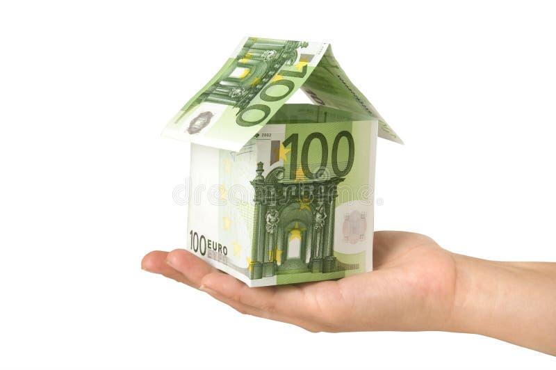 Haus gebildet von den Eurorechnungen stockfotos