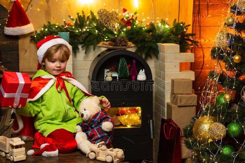 Haus gef?llt mit Freude und Liebe Machen Sie Wunsch Beste W?nsche f?r Sie Ihre Familie dieses Weihnachten Frohe Weihnachten und g lizenzfreie stockbilder