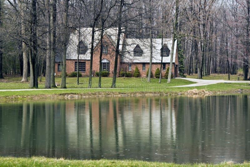 Download Haus im Cuyahoga Tal stockbild. Bild von rasen, eingebürgert - 9084309