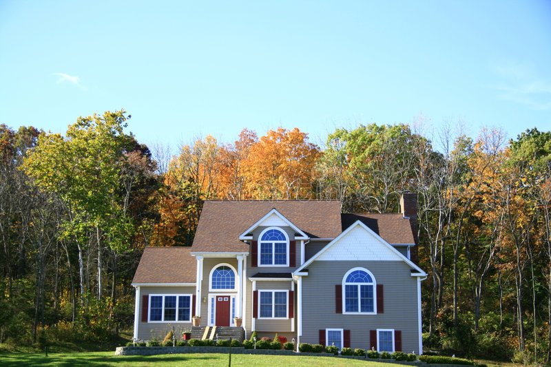Haus im Herbst lizenzfreies stockbild
