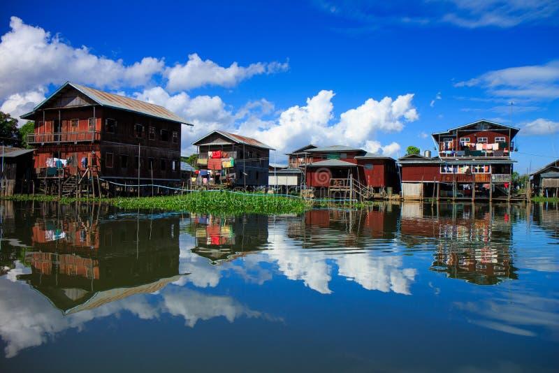 Haus im Inle See, Myanmar lizenzfreie stockbilder