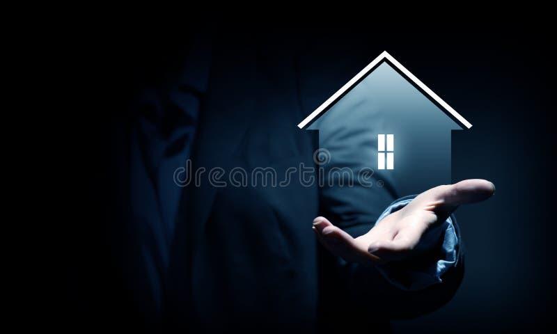 Haus im Rettungsring auf einem weißen Hintergrund lizenzfreies stockfoto