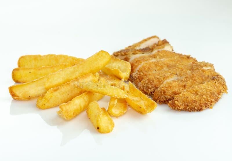 Haus machte Chips und Huhn stockfotos