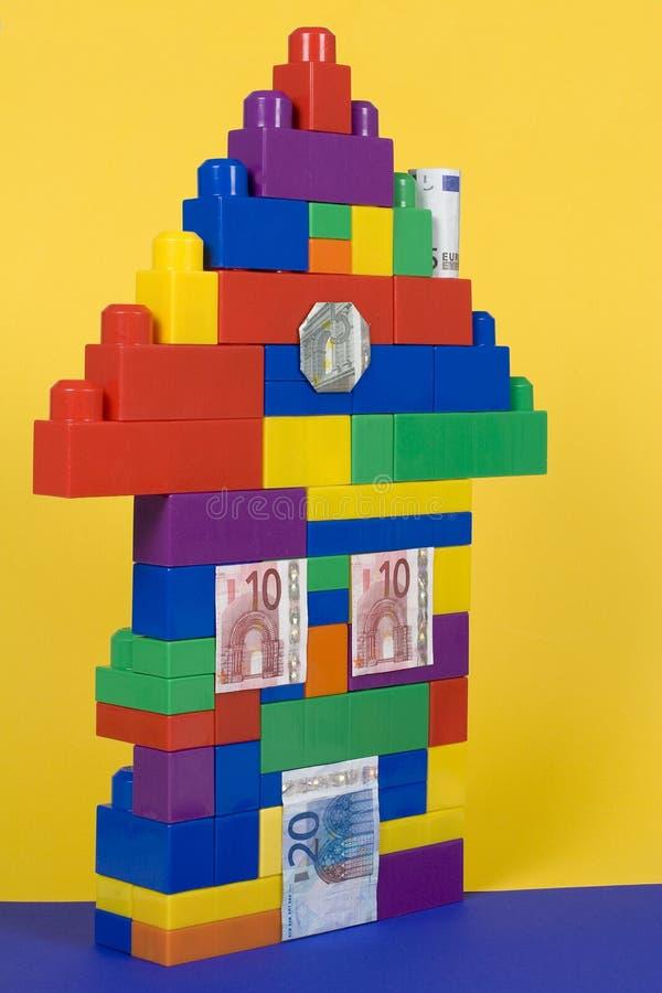 Haus mit Banknoten stockfotos