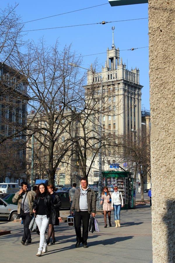 Haus mit einem Helm auf dem Quadrat der Konstitution, Kharkov, U lizenzfreie stockbilder