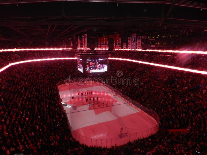 Haus Montreals Kanada des Canadiens Habs, das in der Mitte Bell-Mitte (Kanada-, spielt Flagge) stockfoto