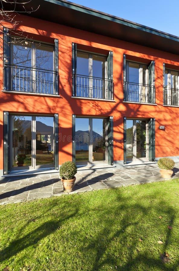 Download Haus, Rote Fassade Stockfoto. Bild Von Wohnung, Zeitgenössisch    28248338