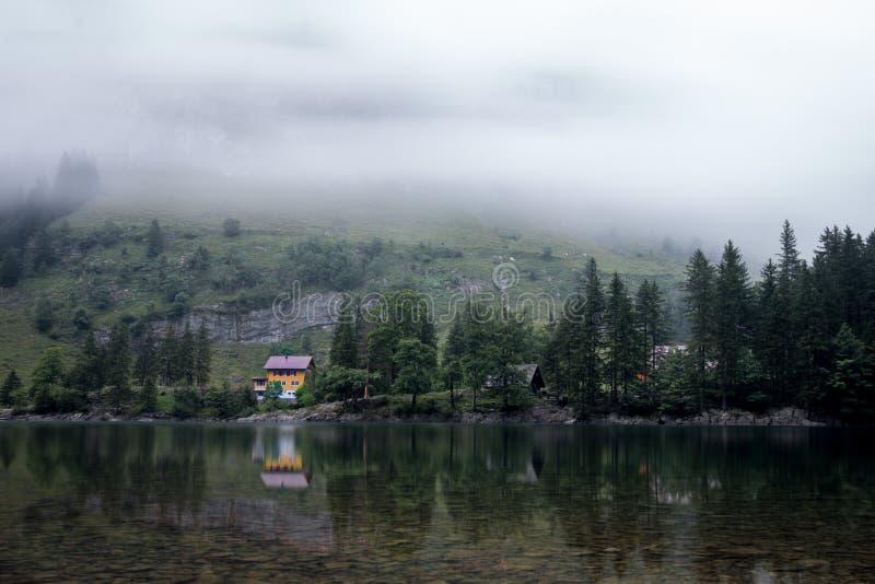 Haus am See mit Spiegelung. Appenzell, Schweiz royalty free stock photography