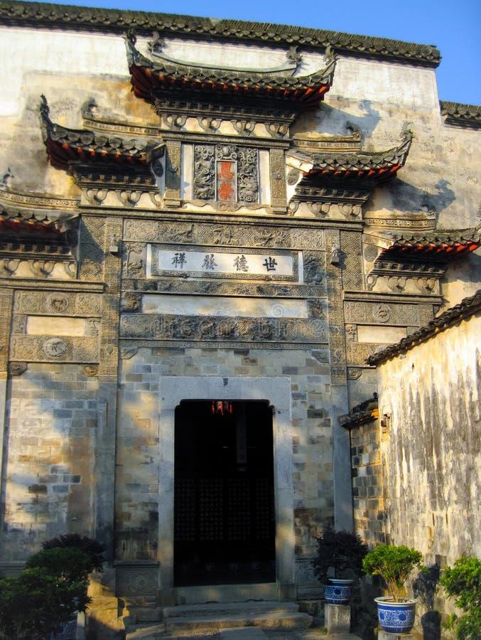 Haus in traditioneller Huizhou-Architektur im Wasserdorf von Hongcun stockbilder