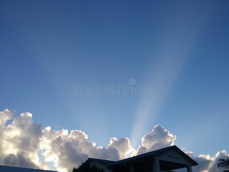 Haus trifft Himmel stockbilder