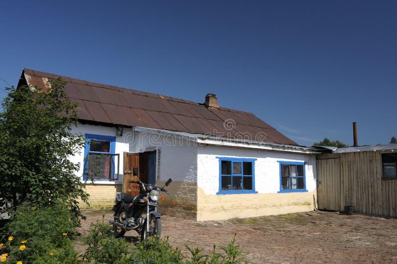 Haus und Motorrad stockbilder