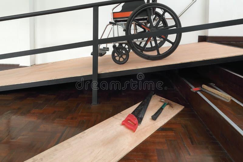 Haus-Verbesserungs-, Installationsrollstuhlrampe für das Altern und ältere Personen stockfotos