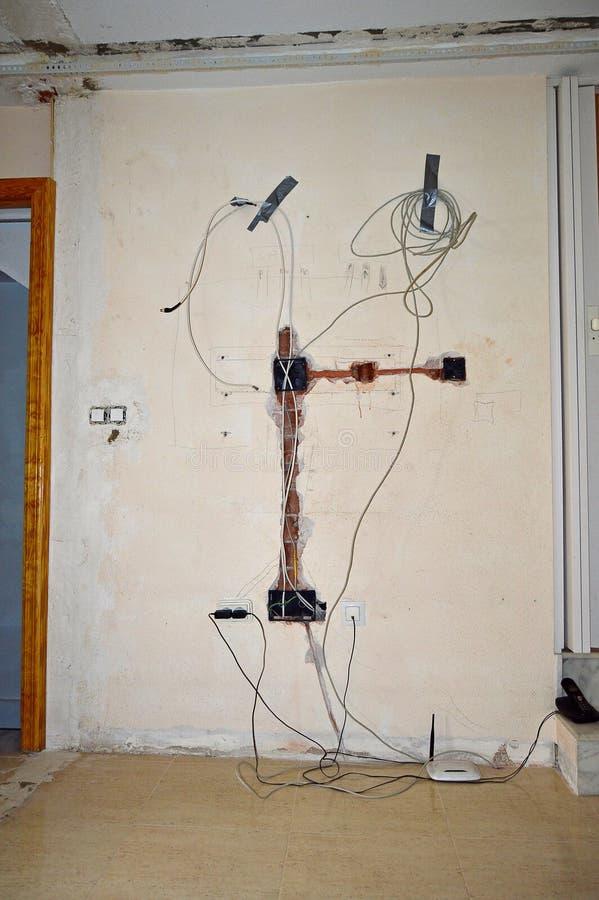 Haus-Verdrahtung stockbild. Bild von aufbau, fräser, pflaster - 60765607