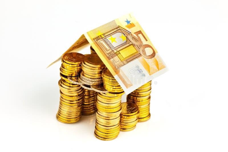 Haus von den ⬠Münzen vom Geld stockfotografie