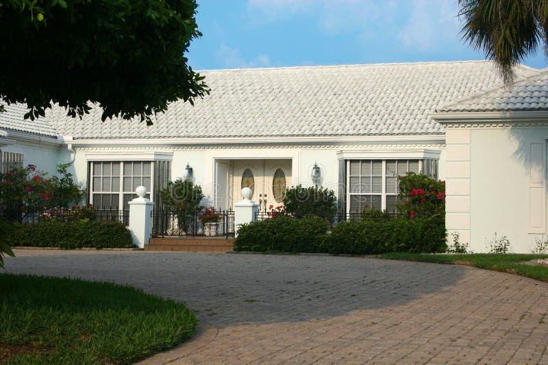 Haus - weiße Schönheit lizenzfreie stockfotografie
