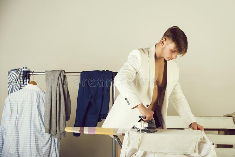 Hausarbeit- und Modekonzept lizenzfreies stockbild