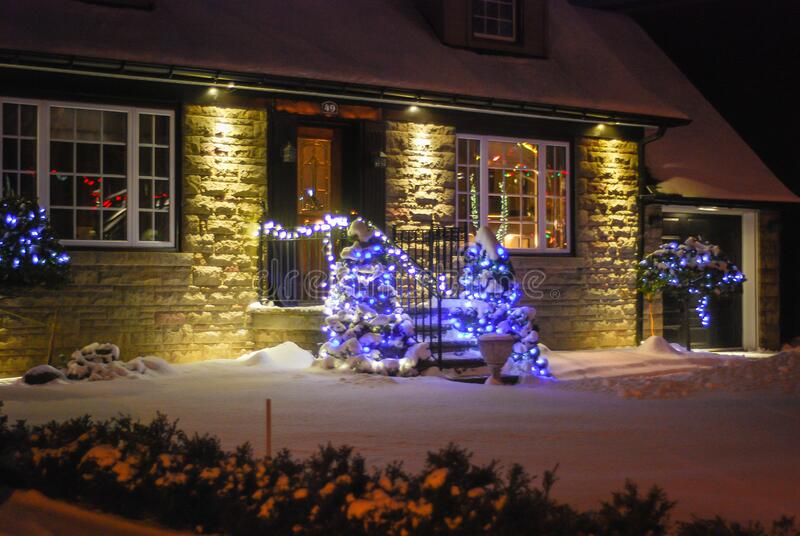 Hausausstattung zur Winterzeit lizenzfreies stockbild