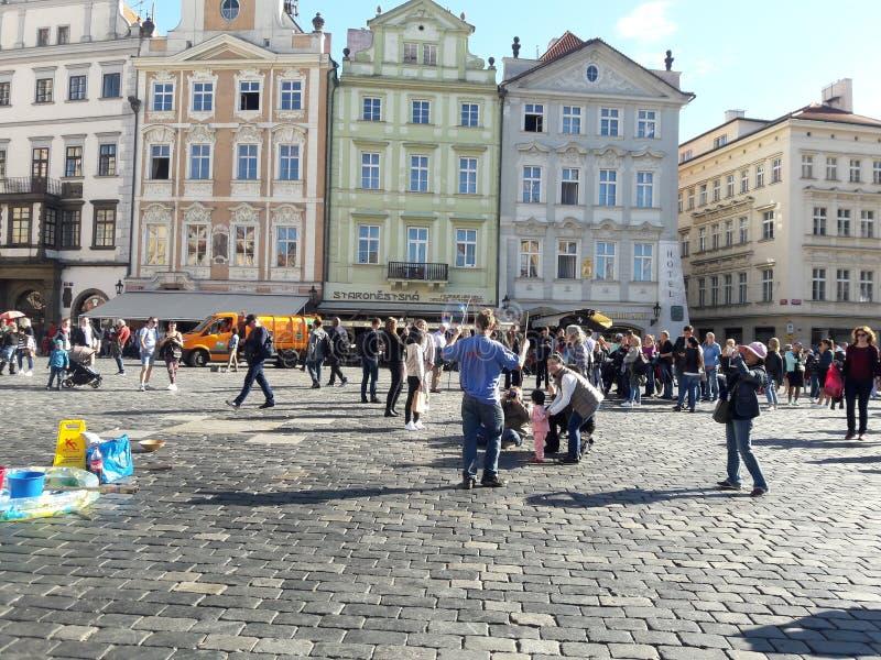 Hausbauernhofkirche des Tourismus Prag-Kathedrale Hauptstadt der gotischen gesetzte tschechische im heißen Sommer in Mitteleuropa lizenzfreies stockfoto