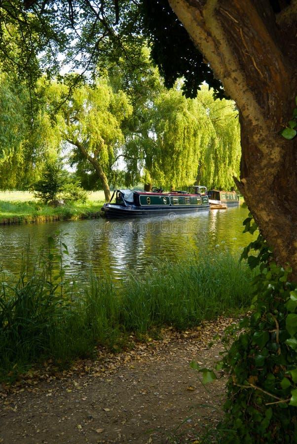 Hausboot auf dem Fluss   stockbilder