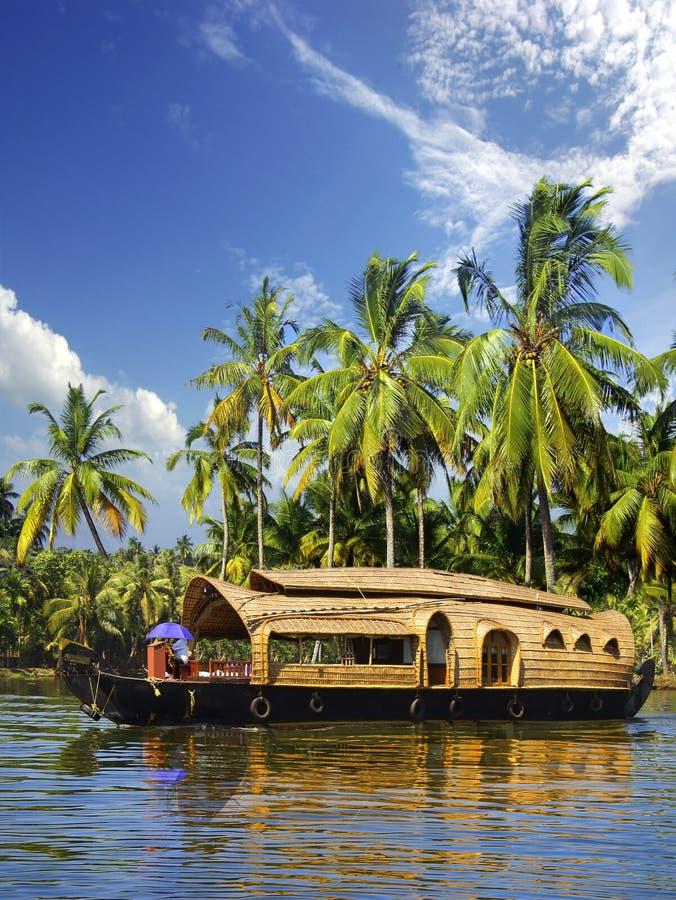 Hausboot in den Stauwassern, Indien lizenzfreie stockbilder