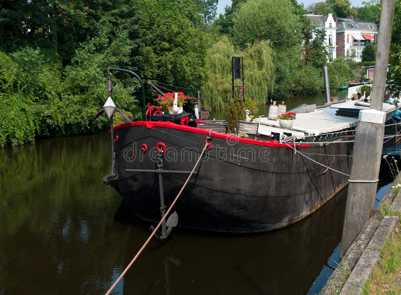 Hausboot im Kanal lizenzfreie stockfotografie